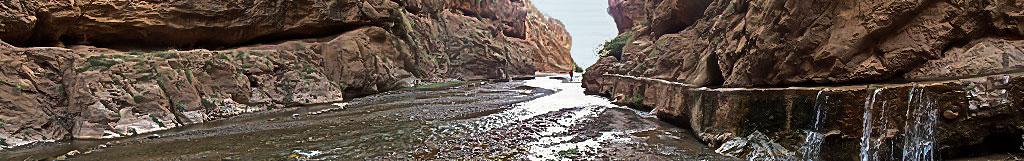 Chemin de vie dans un oued marocain